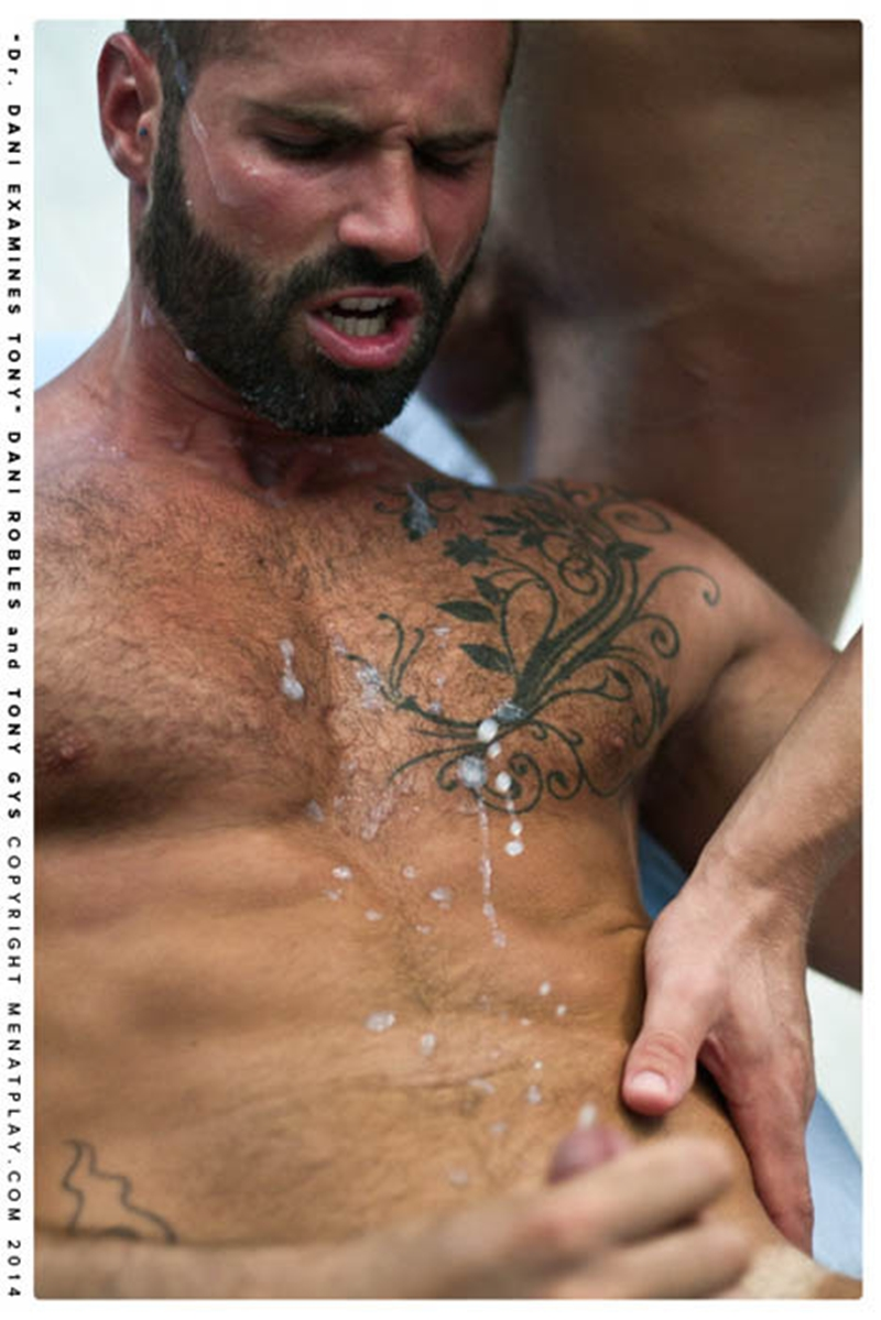 MenatPlay-naked-men-big-dicks-Handsome-doctor-Danie-Robles-28-year-old-patient-muscle-boy-Tony-Gys-015-tube-download-torrent-gallery-sexpics-photo