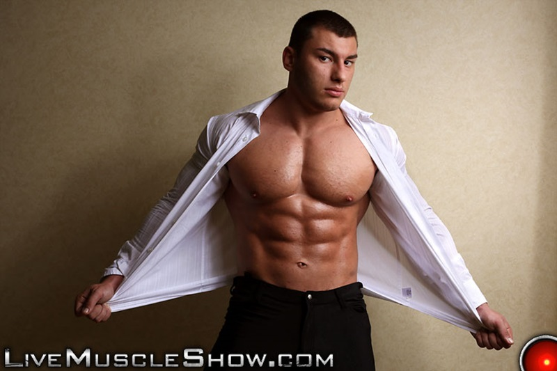 LiveMuscleShow-naked-big-muscle-boy-bodybuilder-20-year-old-Lev-Danovitz-young-muscled-hunk-huge-abs-pecs-lats-massive-arms-long-thick-cock-001-gay-porn-sex-porno-video-pics-gallery-photo